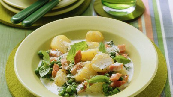 Rezept: Erbsen-Kartoffeltopf mit Sahne und Schinkenwürfeln